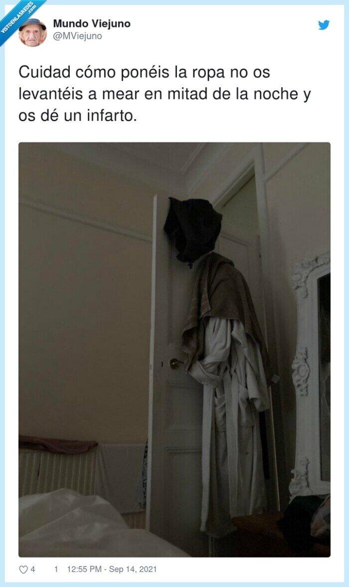 miedo,puerta,ropa,susto