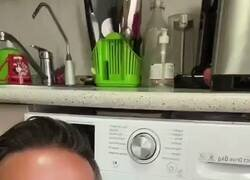 Enlace a Una lavadora con un solo botón, por @MarujaDesespera