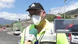 Enlace a El momento en que entra en erupción el volcán de la isla de La Palma mientras se realizaba una entrevista en la zona, por @informativost5