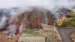 Enlace a La lengua de lava del proceso eruptivo de La Palma arrasa con todo a su paso en su camino hacia el mar