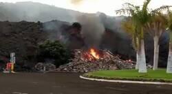 Enlace a La colada de lava se come literalmente esta ciudad, OMG, por @laautonomica
