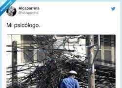Enlace a Tiene trabajo, por @alcaparrina
