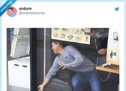 Enlace a Como cuando te cae por el lado del asiento del coche, por @ordurebizarree