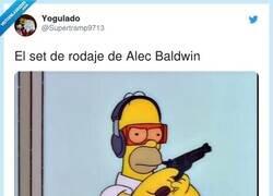 Enlace a Alec Baldwin mata en un rodaje accidentalmente a una directora de fotografía con un arma de atrezo , por @Supertramp9713