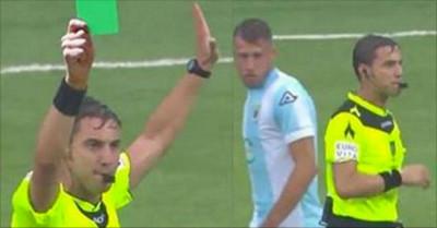 915232 - HISTÓRICO: Muestran la primera tarjeta verde de la historia del fútbol en la Serie B